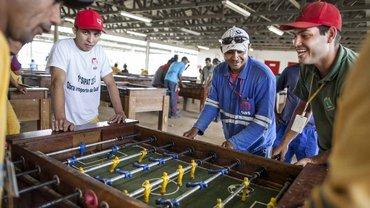 Brasilien: Wer Fußballstadien baut, muss zwischendurch auch mal kicken
