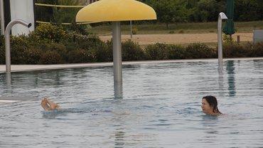 Badebetrieb mit Wasserpils