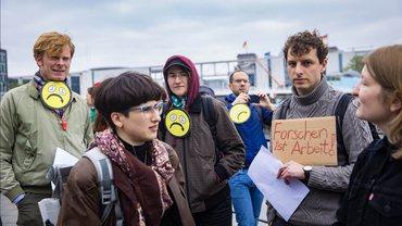 """""""Frist ist Frust""""-Demo von ver.di, GEW und NGAWiss, die ein Ende der Befristungspraxis an Hochschulen fordern"""