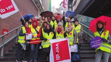 Tarifaktion in Stuttgart: Beschäftigte von Karstadt Feinkost, Kaufhof und Karstadt Sports streikten im Dezember 2019 in mehreren Städten gemeinsam