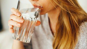 Wasser Trinkwasser Wasserglas Glas Frau