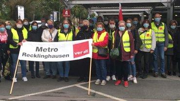 Streikposten am 6. Oktober 2021 bei Metro in Recklinghausen